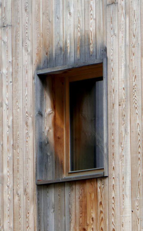 Lärchenholz vergraut mit den Jahren