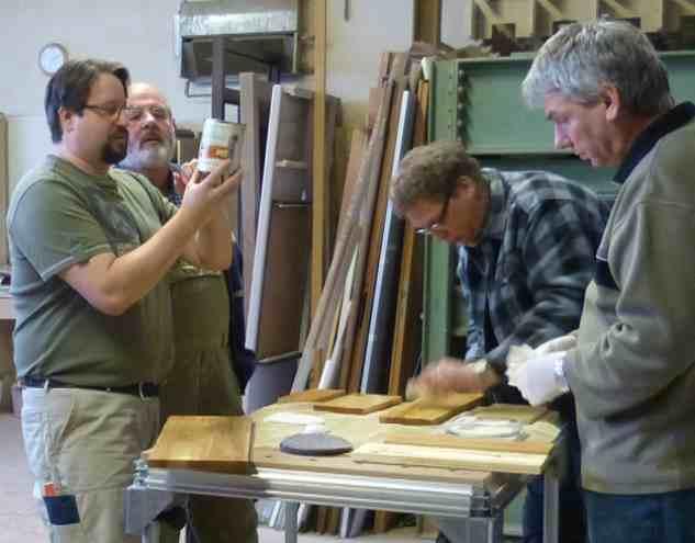 Oberflächenseminar mit Heiko Rech über Holz richtig ölen