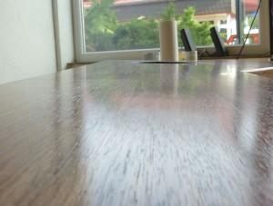 Finish-Öl führt zu einer glänzenden Holzoberfläche