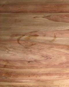 Sheesham Holztisch - unbehandelt. Schnell sind Flecken sichtbar