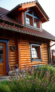 Holzlasur schützt Blockhaus