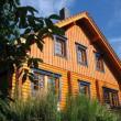 Holzhaus streichen mit Holzlasur