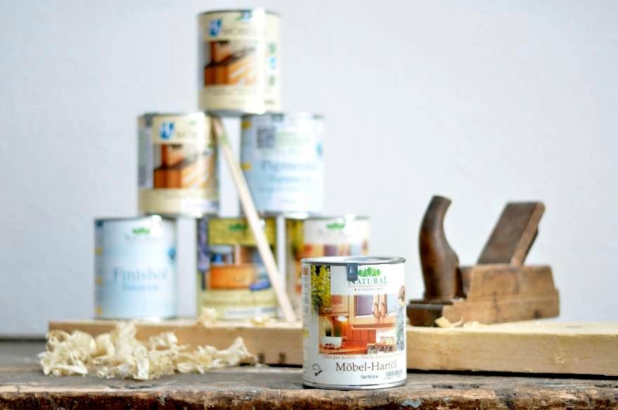 Holzwerker können bei makerspace leipzig Naturfarben ausprobieren