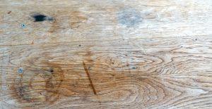 Holz mit Flecken und Grauschimmer