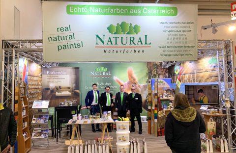 Das Team von Natural zeigt die natürliche Holzpflege auf der BAU2019