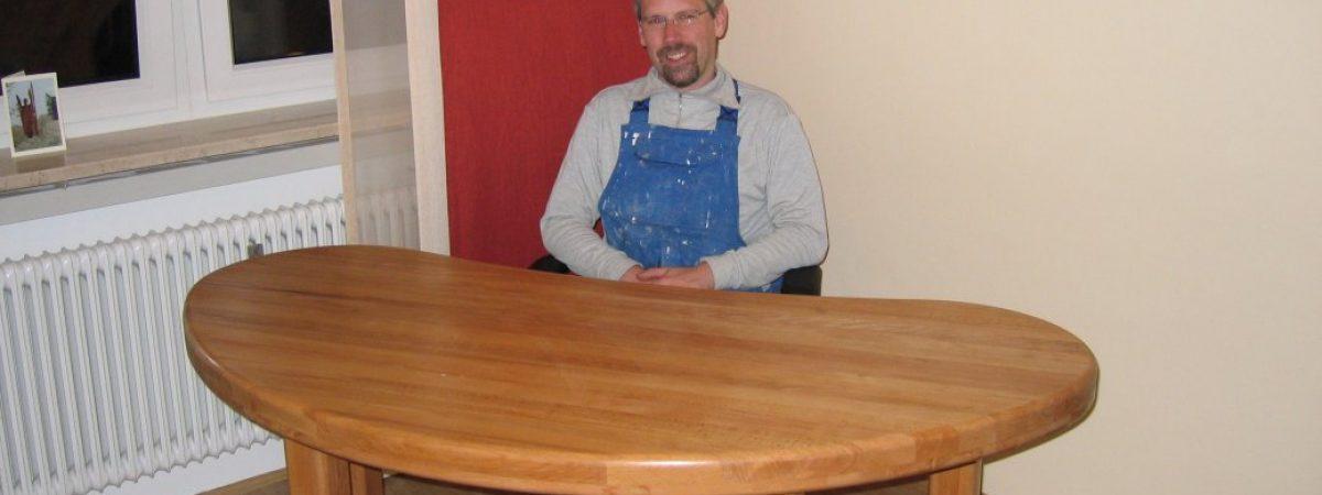 Tisch mit Möbel-Hartöl von Natural Naturfarben